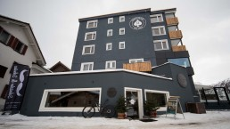 Hotel Provisorum13 und Ski / Snowboard Shop Arosa